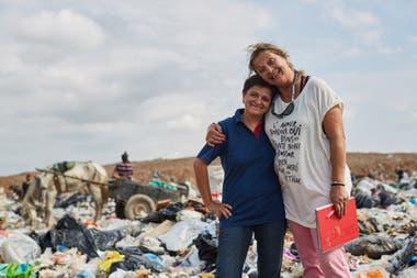 "Carolina Pallero junto a Viviana Nasiff, coordinadora técnica de El Algarrobo. ""La cooperativa me sacó del pozo: volví a vivir, a sentirme digna"", dice Carolina."