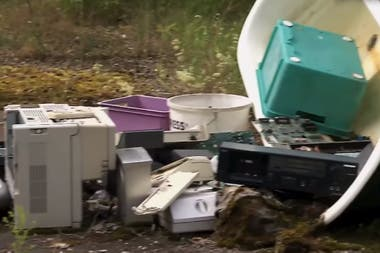 Los desechos tecnológicos que encontraron en el lugar, y contenían pruebas digitales en contra del sospechoso