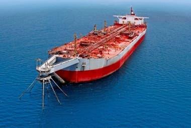 El buque quedó abandonado a 60 kilómetros de las costas de Yemen.