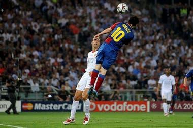 Uno de los goles más recordados de Messi: de cabeza frente al Manchester United en el año 2009