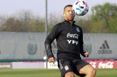 Papu Gómez volvió a la selección, pero no tuvo minutos ante Ecuador en el arranque de las eliminatorias.