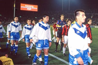 Trotta, capitán de Vélez al ganar la final del mundo frente a Milan en 1994