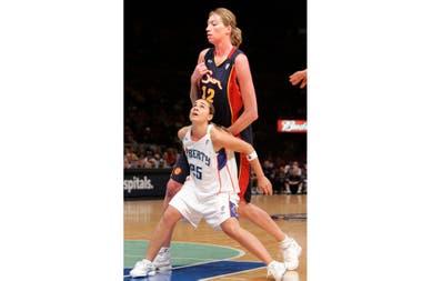 Becky Hammon, en sus tiempos de jugadora de la WNBA