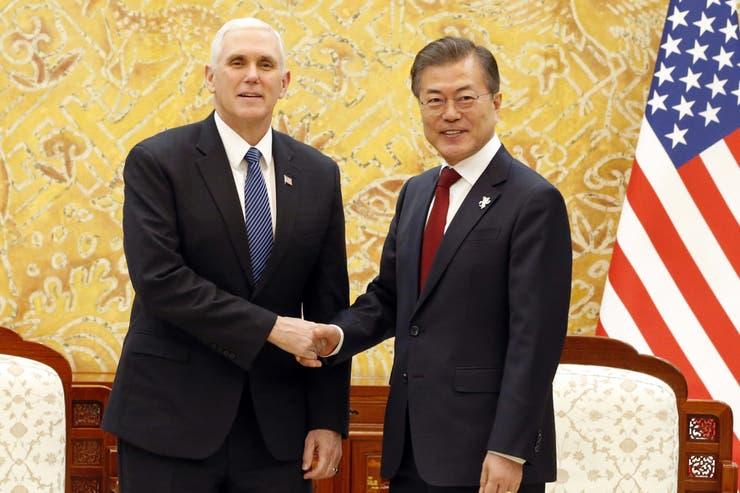 Mike Pence junto al presidente de Corea del Sur