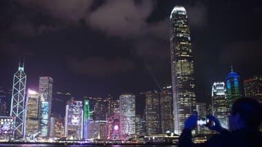 Una encuesta de 2016 halló que Hong Kong es la ciudad en la que se trabaja más horas.