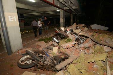 Las réplicas del terremoto se siguen sintiendo en la zona y terminan por destruir las casas que quedaron en peor estado