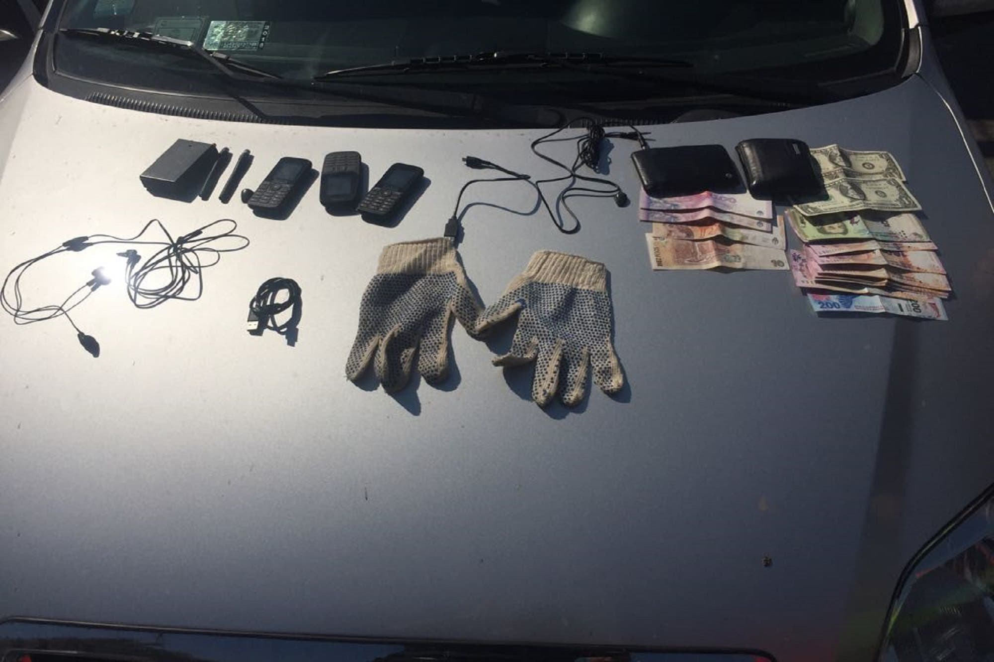 Desbaratan una banda que usaba inhibidores de alarmas para robar autos en distintas autopistas del conurbano