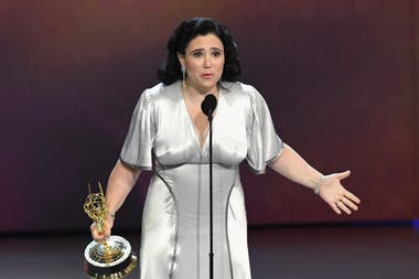 Alex Borstein, irreprimible ganadora como mejor actriz de reparto por The Marvelous Mrs. Maisel