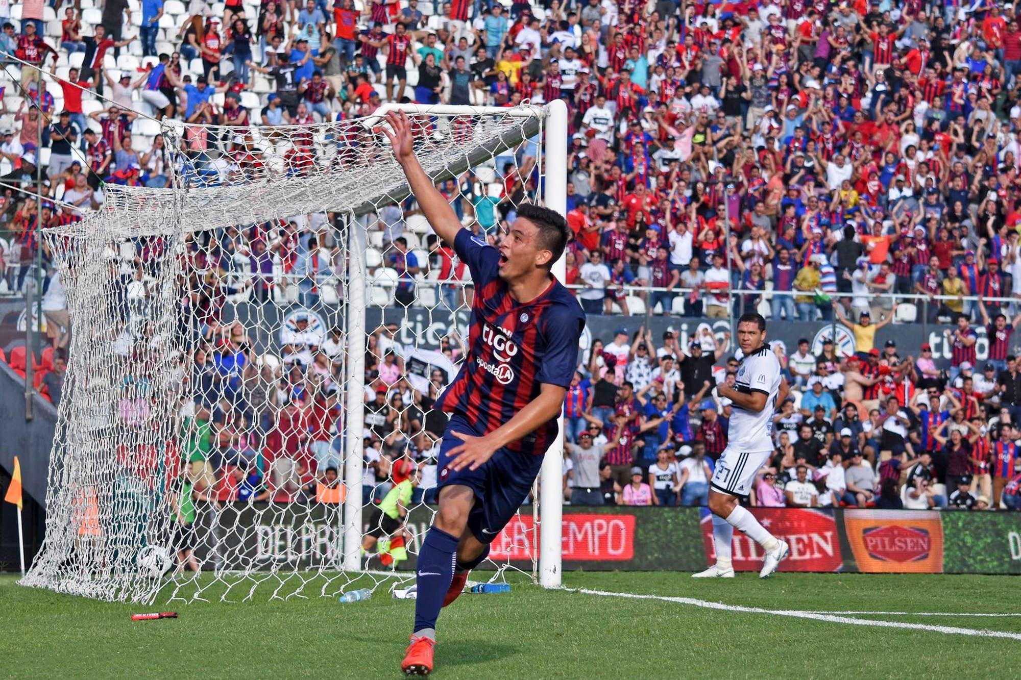 Quién es el chico de 14 años que hizo un gol en el clásico y entró en la historia del fútbol paraguayo