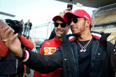 Modo selfie: encuentro entre Vettel y Hamilton en Shanghai