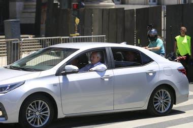 Alberto Fernández manejó su auto hacia el Congreso