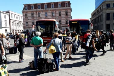 Cancillería dispuso dos buses para traer argentinos desde Valparaíso