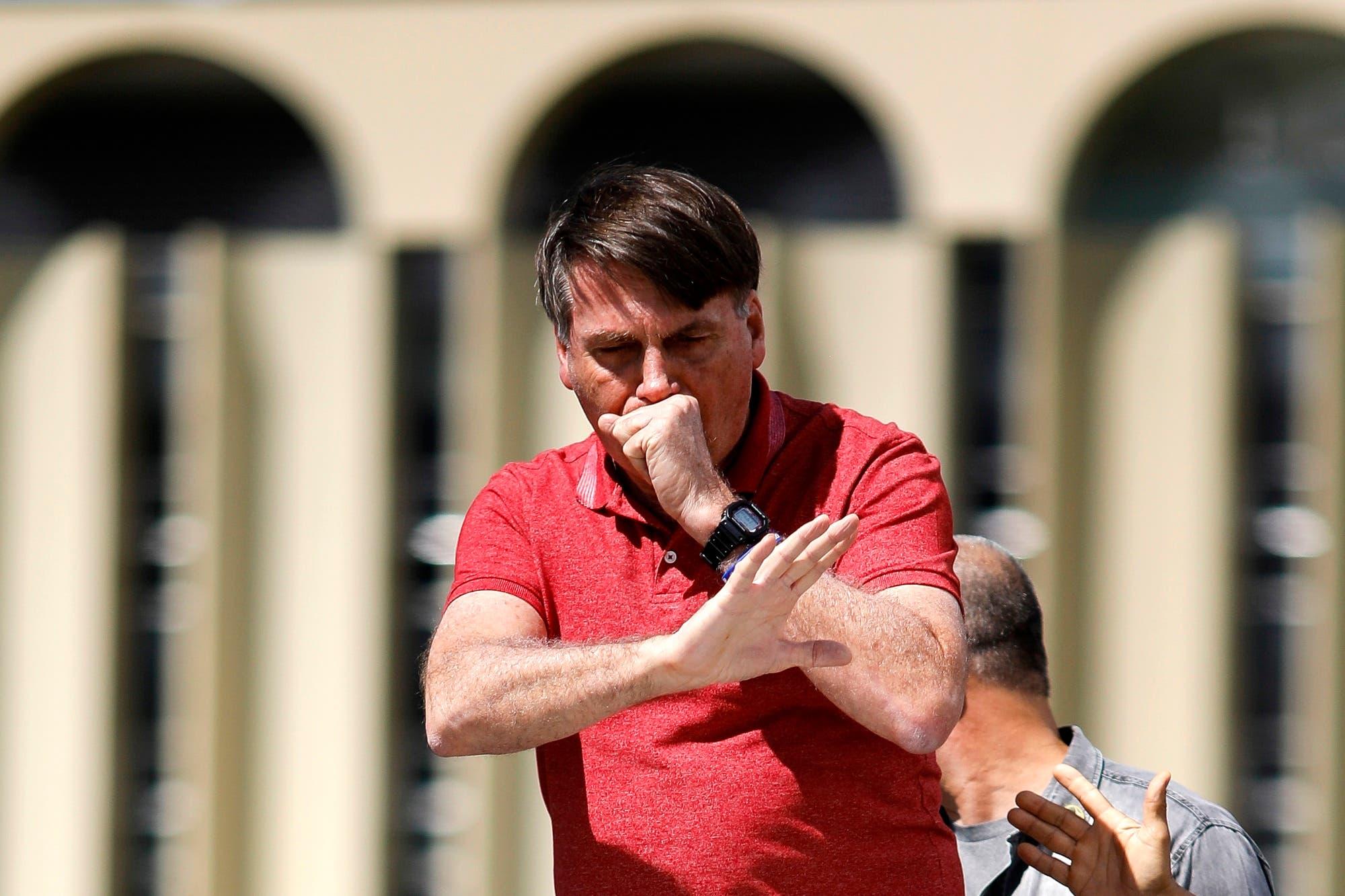 Bolsonaro apoya el pedido de una intervención militar y llama a sus seguidores a romper la cuarentena