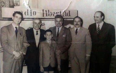"""Reinaldo Gorno, Juan Carlos Zabala, Delfo Cabrera y su hijo """"Fito"""", en el año 1960"""