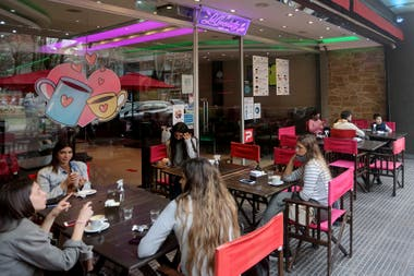 Un bar de la ciudad de Quilmes, durante la semana