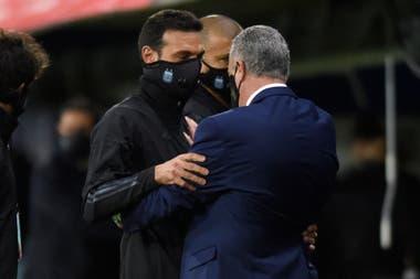 El saludo de Scaloni y Alfaro, dos seleccionadores debutantes en las eliminatorias