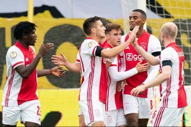 Lassina Troaré marcó cinco goles y dio tres asistencia en la goleada histórica del Ajax