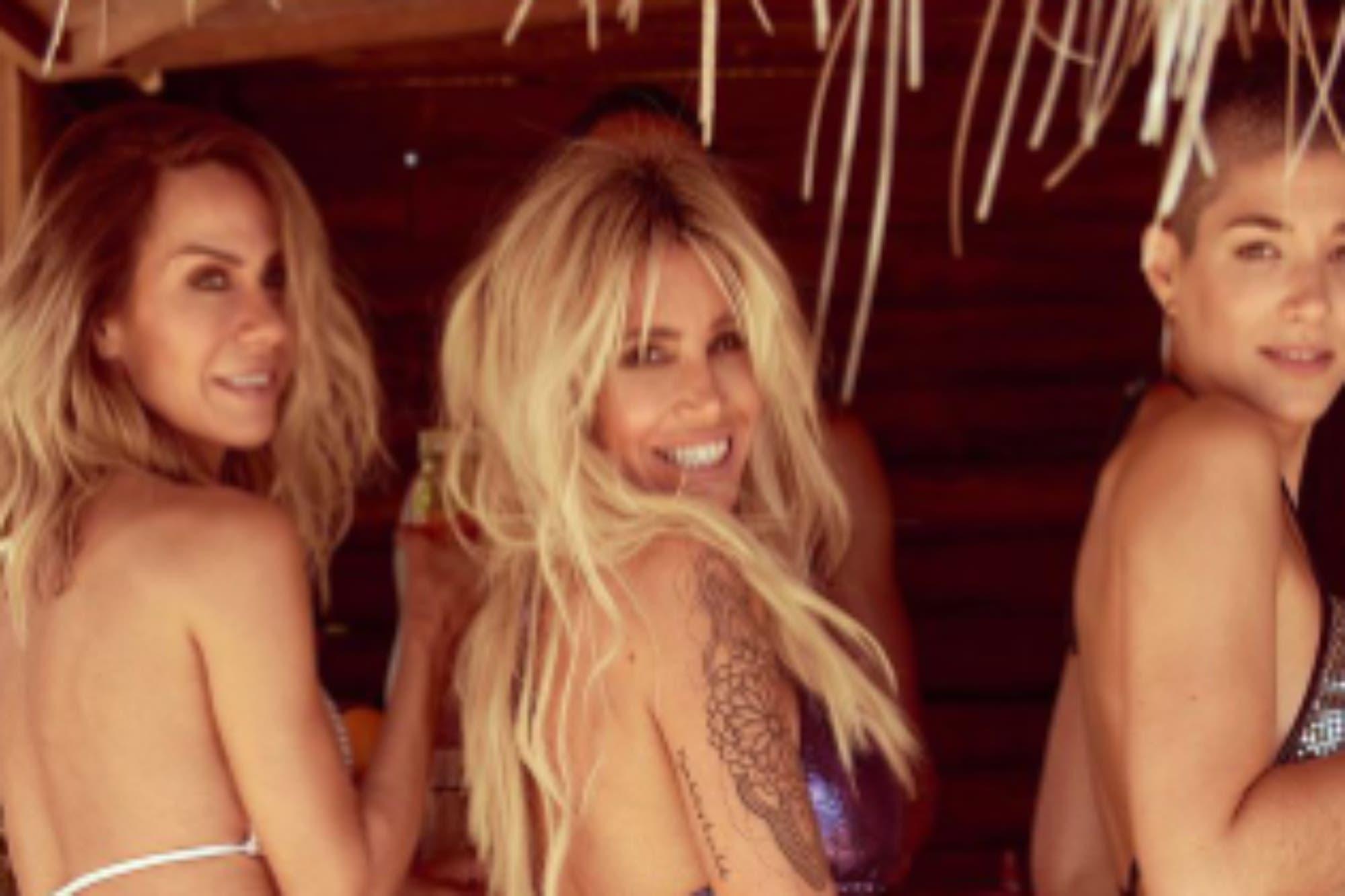 Flor Peña presentó su línea de bikinis con una foto veraniega acompañada de dos amigas