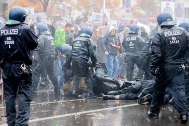 Manifestantes anticuarentena en el centro de Berlín