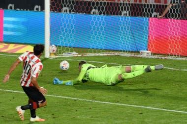 Mauro Díaz empata el partido con una excelente definición