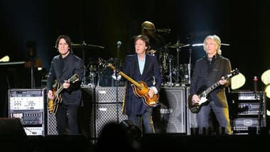 Paul McCartney escoltado por las cuerdas de Anderson y Ray