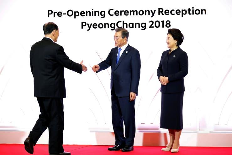 Moon Jae Il también saludó a Kim Yong Nam