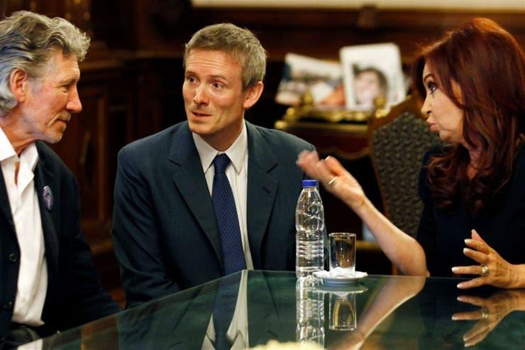 Waters se reunió con la ex presidenta Cristina Kirchner en 2012; luego lo hizo con el exprimer ministro británico David Cameron