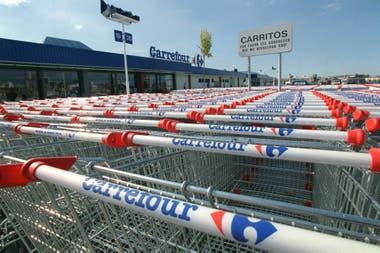 Couche-Tard anunció que presentó una oferta no vinculante por el grupo francés a 20 euros por acción