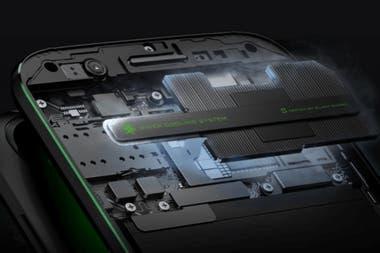 Lo más llamativo del Xiaomi Black Shark está en su sistema de refrigeración, una característica utilizada por las computadoras de alto rendimiento utilizadas por los jugadores profesionales de videojuegos