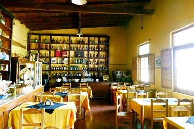 El viejo almacén Pablo Acosta domina el valle de Boca de la Sierra