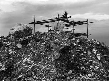 """""""Un hombre esculpió una estatua de Buda cerca de la orilla del río Ayerwaddy"""""""