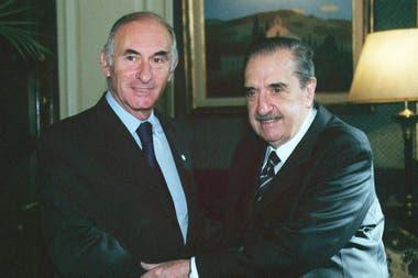 De la Rúa recibe en su despacho al expresidente Raúl Alfonsín; corría el mes de marzo de 2001