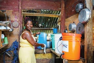 Cada filtro proporciona agua limpia a 100 personas durante 5 años
