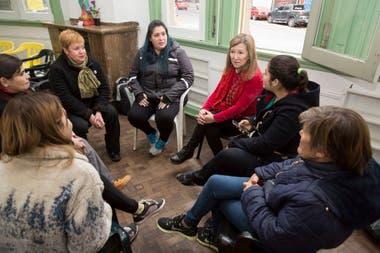 Con encuentros dentro y fuera de los penales, counselors voluntarios acompañan a personas detenidas para ayudarlos a su reinserción social y laboral