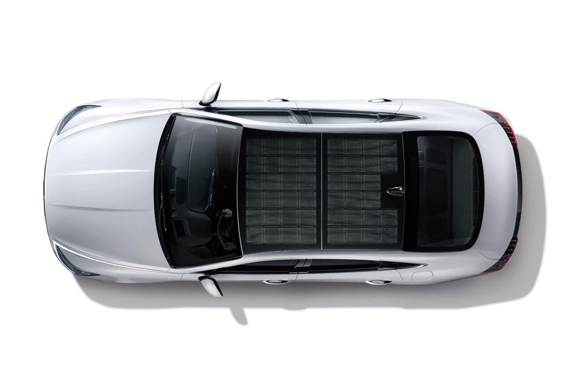 Hyundai lanza al mercado un vehículo eléctrico equipado con paneles solares