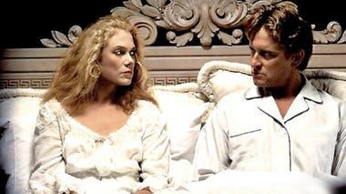 Kathleen Turner en La Guerra de los Roce (1989), junto a Michael Douglas