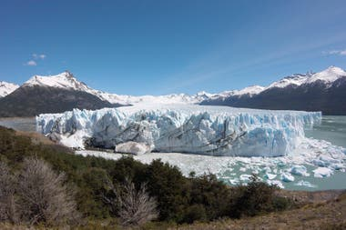 Desde anteayer, personal del parque nacional monitorea permanentemente la conducta del glaciar