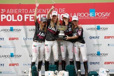 En el podio: el equipo capitaneado por Lía Salvo celebra en Palermo