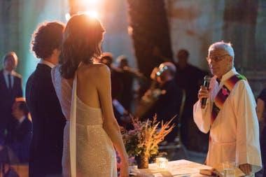 La bendición religiosa a cargo del padre Charly, de la diócesis de San Isidro.