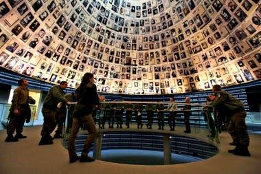 La Sala de los Nombres en Yad Vashem es el monumento dedicado a cada uno de los judíos que pereció en el Holocausto