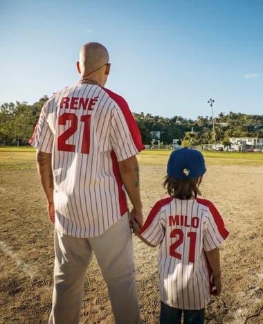 René y su hijo Milo, en el videoclip de la nueva canción