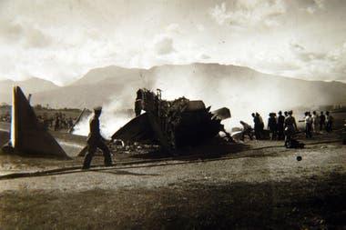 24 de Junio de 1935 y una imagen de cómo quedó el avión en el que viajaba Carlos Gardel
