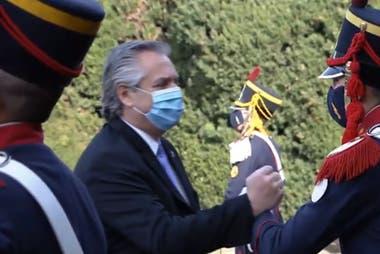 El saludo del Presidente a los granaderos
