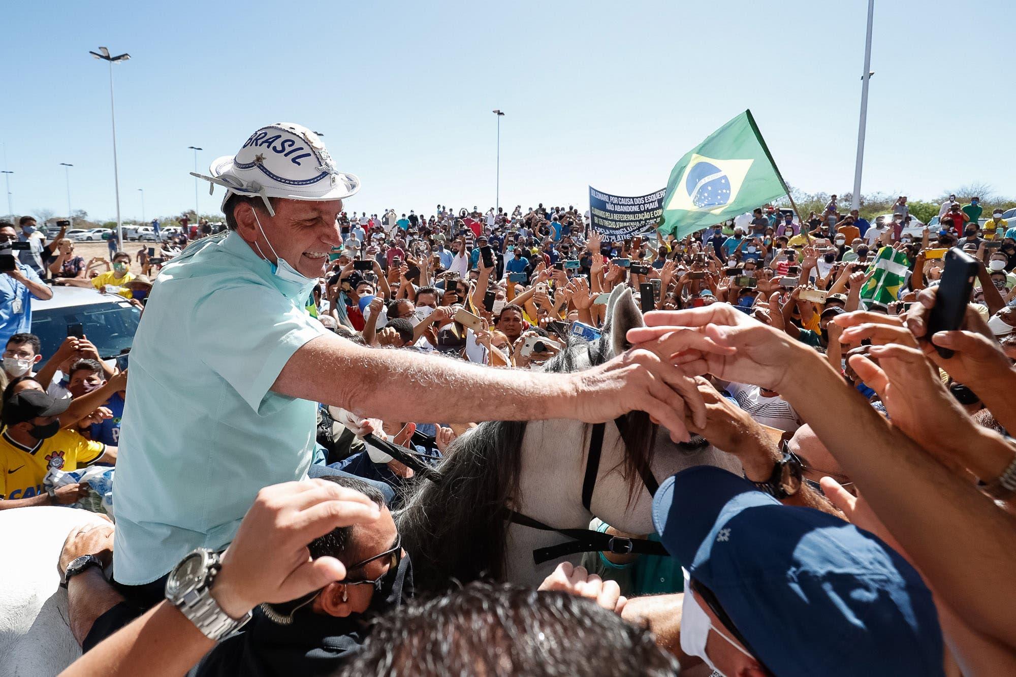 Coronavirus: Bolsonaro seduce bastiones del PT, mientras se extienden los contagios en su entorno