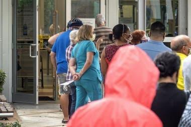 El voto en persona en algunos estados ya ha visto largas filas y cifras record de participación.
