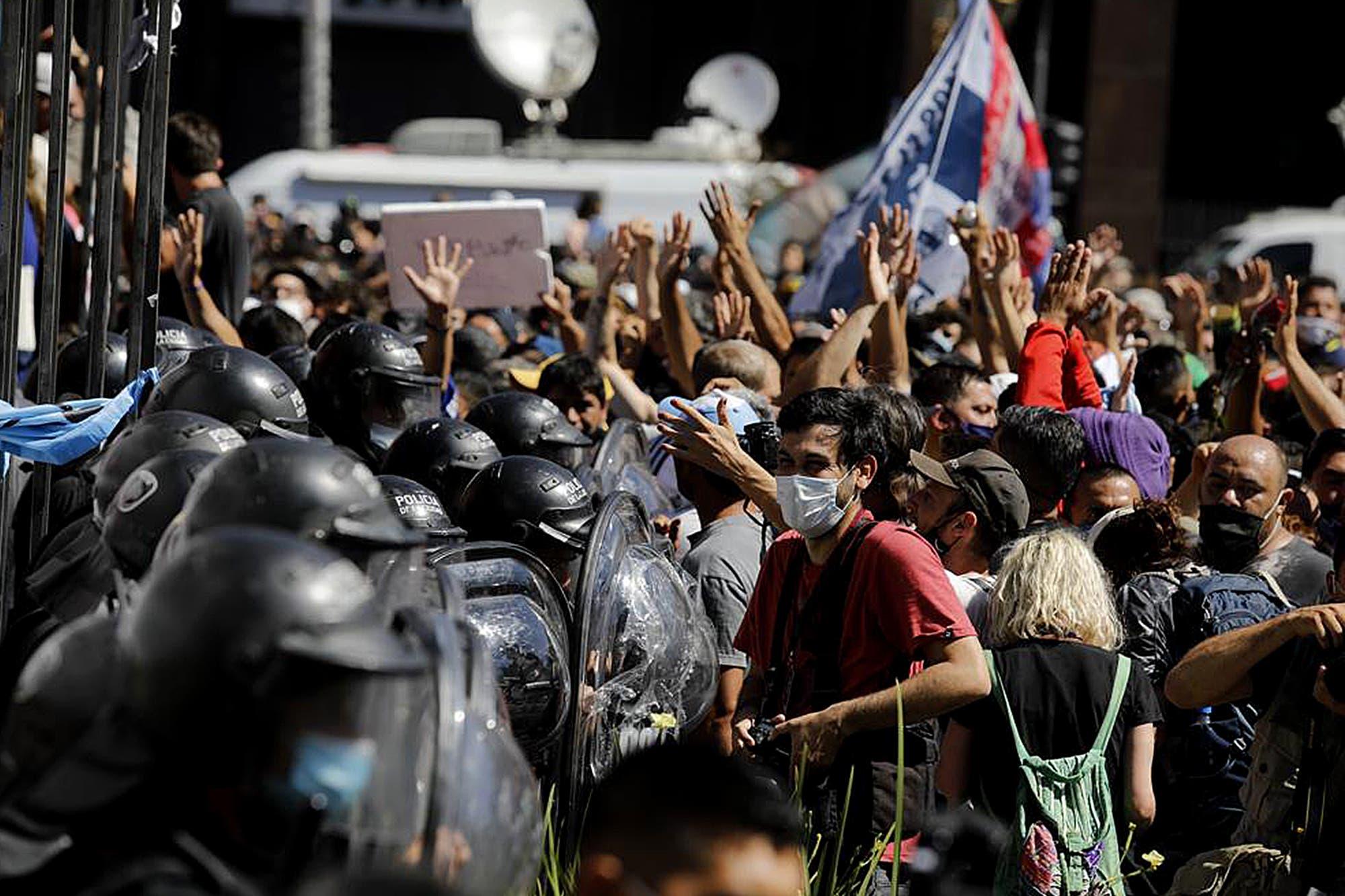 El Gobierno denunció a Larreta y a Santilli por el accionar de la policía porteña durante el funeral de Maradona