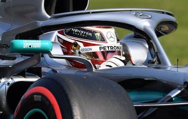 Hamilton, a bordo de su Mercedes.