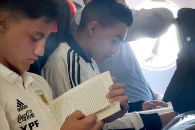 Lectura en el avión, una nueva costumbre.