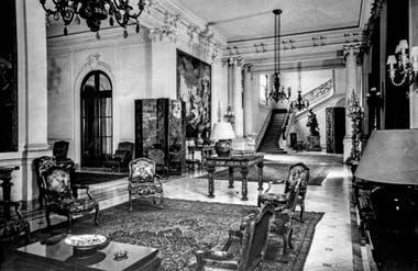 Vista del hall principal de la residencia de Saturnino J. Unzué. Museo Nacional de Arte Decorativo, archivo Luynes.