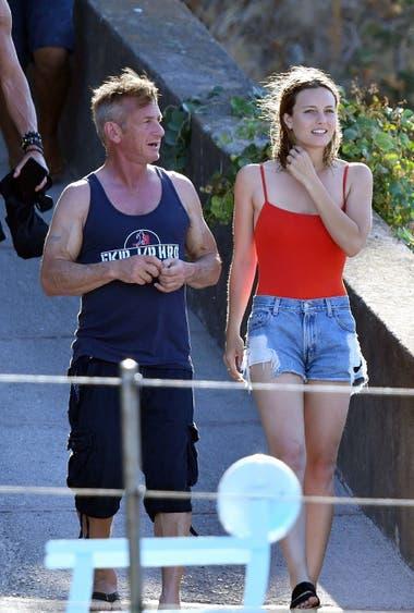 Tras ser fotografiados en el aeropuerto de Los Angeles, Sean Penn y Leila George DOnofrio disfrutan de unas románticas vacaciones en la Costa Amalfitana